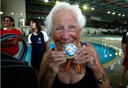 Championne de natation…à 97 ans! - Source de l'image: http://www.courrierinternational.com