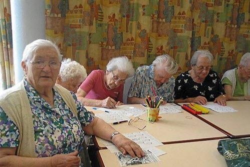 Ecoles et Maisons de retraite, pour des rencontres au-delà du temps - Source de l'image:http://www.laval.maville.com