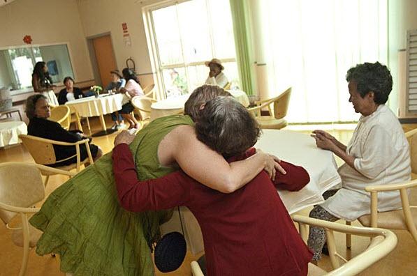 L'Humanitude contre la maladie d'Alzheimer - Source de l'image: http://www.temoignages.re
