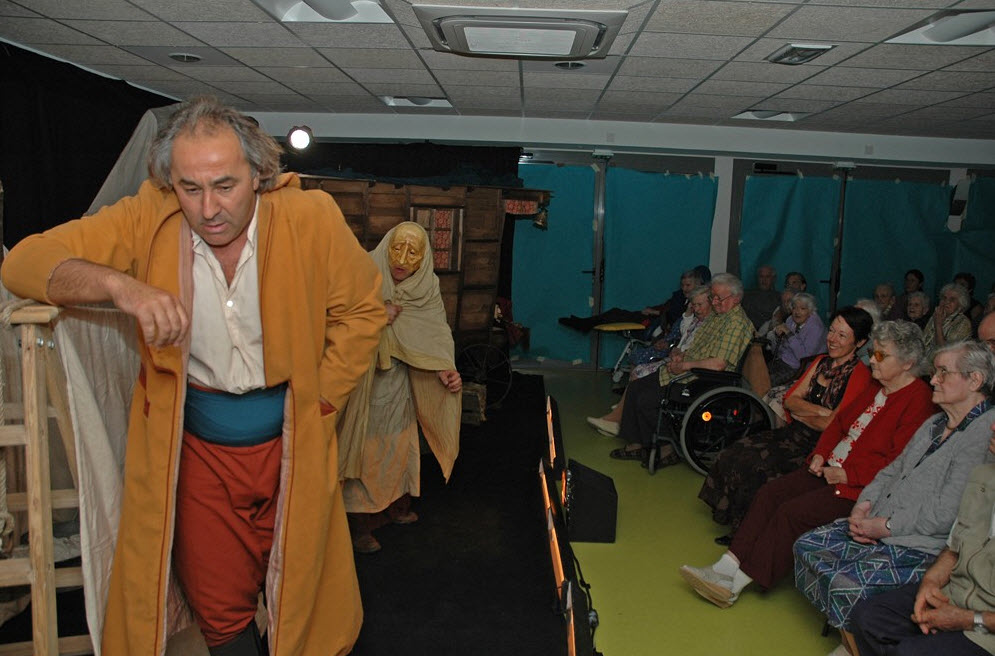 Spectacle en langue d'oc à la maison de retraite- Source de l'image : http://saintponsdethomieres.blogs.midilibre.com